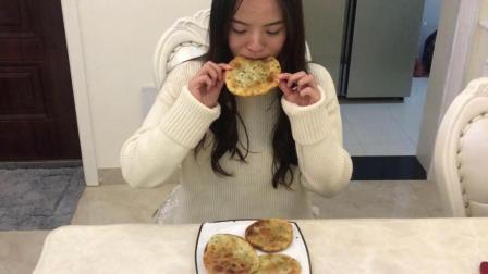 小姐姐教你葱油饼的家庭做法, 比路边摊的好吃健康!