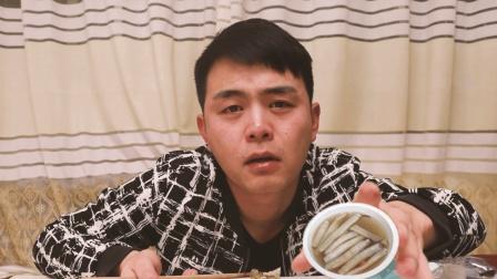 """粉丝送来福建厦门特产""""土笋冻"""", 果冻里面竟全是蠕虫, 感动哭了"""