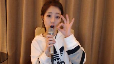 佛系少女冯提莫直播唱《佛系少女》 俏皮手指舞可爱至极