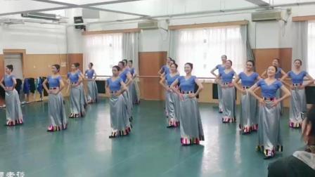 中央民族大学舞蹈学院17英才班 藏族屈伸组合