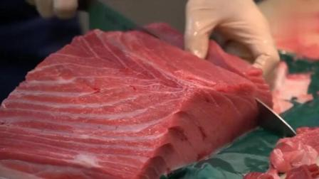 日本厨师现场处理金枪鱼 不得不说生鱼片刺身还是他们处理的好