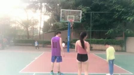 美女主播直播打篮球, 月入百万, 结尾超尴尬, 裤子竟然穿反了!