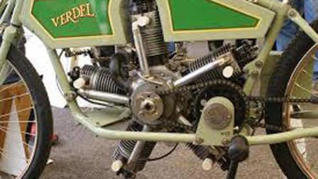 美国大爷用奔驰高端发动机改装摩托车, 这速度只有火箭才追的上!