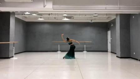 女子傣族舞蹈, 这是展示线条美的编排处理, 作为艺考曲目如何