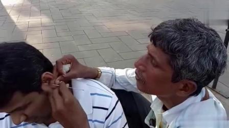 印度街头的流动采耳服务, 类似重庆的采耳师! 技术哪家强呢?