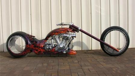 世界上最炫酷的摩托车, 没有轮毂, 骑起来像在飞!