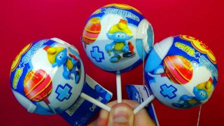 棒棒糖奇趣蛋里拆出小玩具