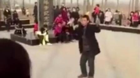 现场眼 在日军空袭惨案纪念碑广场直播跳舞 河北一男子被拘
