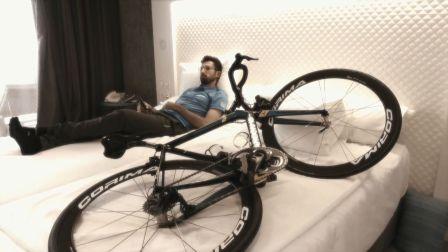 《美骑快讯》第198期 男子与自行车相恋 结果却被出轨