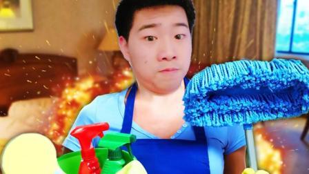 小飞象解说✘清洁工模拟器 爆笑打扫卫生居然是用炸弹开门的?