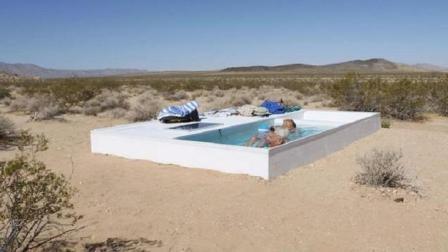 这神秘游泳池, 藏于沙漠之中, 普通人找不到, 想游泳还要自己带水