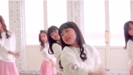可爱小学女生的甜蜜舞蹈《玻璃鞋》