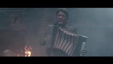 《布列斯特要塞》慷慨悲壮! 面对敌人黑洞洞的枪口, 他扔掉烟头, 拉起了手风琴! 感人
