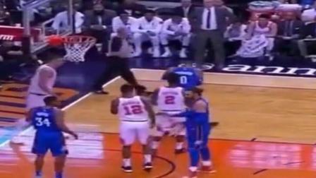NBA灵异事件: 威少这一下把球拍到哪去了