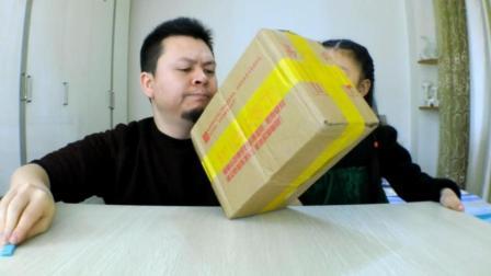 """试吃""""零食界的爱马仕""""旺旺大礼箱, 打开就懵了, 这也太多了吧!"""