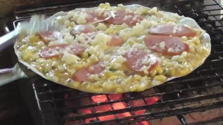 印度街头早餐: 用鸡蛋和鹌鹑蛋加炭火烤出来的美味披萨饼!