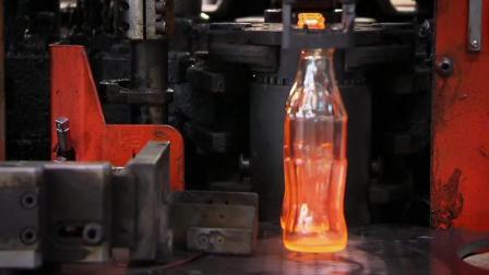 走进可口可乐工厂, 看玻璃瓶是怎样生产的