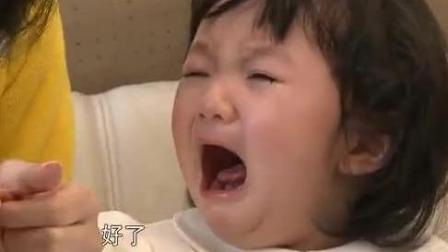 洪欣要给女儿剪指甲, 吓得彤彤跑到张丹峰怀里: 不要 不要