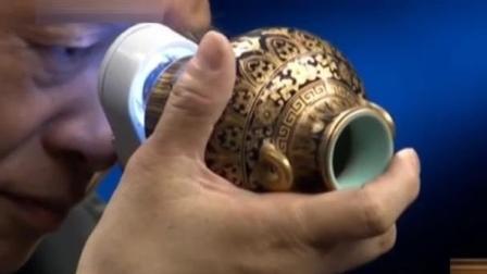 三十年前在英国150万拍来的罐子鉴宝, 专家拿灯一照: 皇家把玩, 拍卖将近千万!