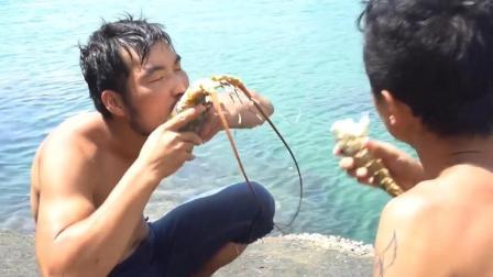 野外生活下海捉龙虾, 就是任性直接掰开生吃!