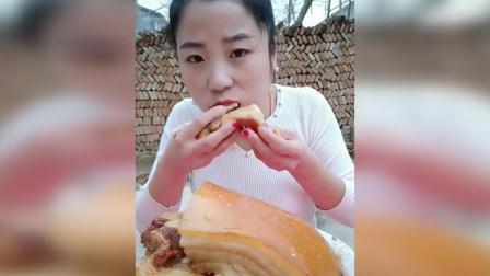 姐姐5口秒掉2斤大肥肉, 吃的好过瘾, 好馋人啊!