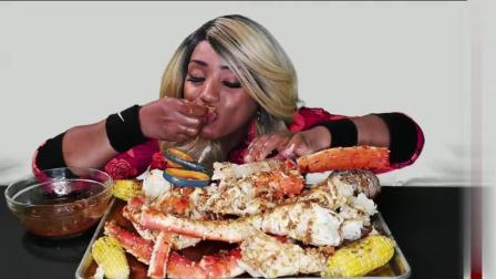 黑人阿姨吃大螃蟹 螃蟹肉很多 就是阿姨这手 看看我都饱了 还吃