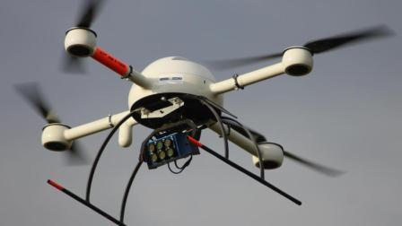幼兒園上空出現無人機, 工作人員不廢話, 直接拿板磚拍下來