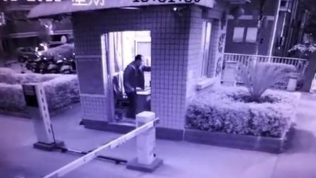什么仇? 男子持刀闯入小区 连续出手刺伤保安