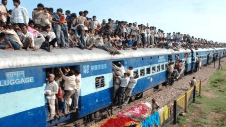 印: 火车属我家载客量多了, 实用性超世界, 老外: 体验一次没下次