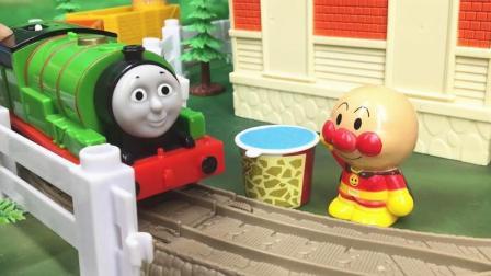兜糖托马斯小火车玩具 培西小火车帮面包超人运送蓝色油漆
