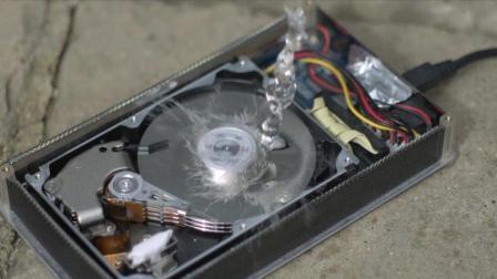 亲眼看看硬盘内部是如何工作的? 看完长知识了