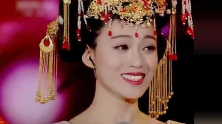 李玉刚重返星光大道演唱《女儿情》美轮美奂的造型和歌曲让人沉醉