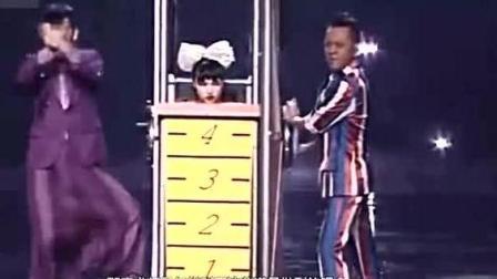 魔术表演: 把人瞬间压成20厘米的魔术给大家揭秘了, 但贵在操作