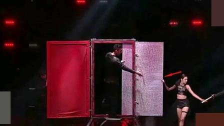 魔术表演: 穿墙术揭秘, 魔术师生穿铝板, 原来这样做到!
