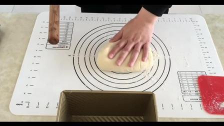 烘焙工艺实训教程_烘焙蛋挞视频教程_蛋糕裱花教学视频抹茶牛奶冻佐百香果巧克力酱