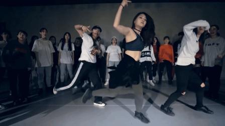 炫酷的长发妹子跳舞, 魅力颜值都很高! 舞蹈动感有活力!