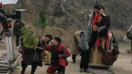男女演员骑假马, 群演演树, 为了达到节目效果剧组也是绞尽脑汁!