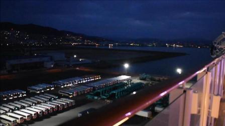 诺唯真喜悦号邮轮凌晨停靠日本广岛港数百辆旅游大巴已经在港口等待我们下船