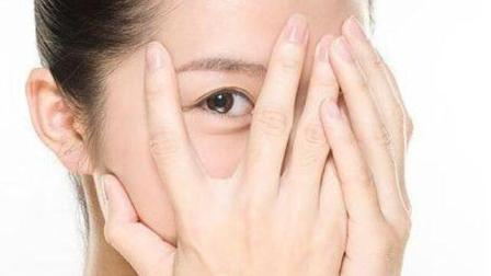 常说左眼跳财,右眼跳灾,右眼皮老跳预示着什么?