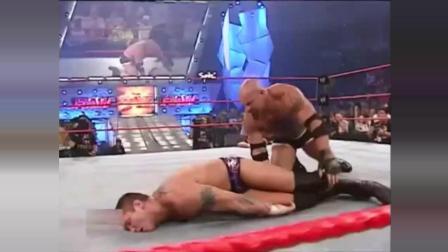 WWE驸马爷HHH差点被战神高柏秒杀! 兰迪偷袭高柏结果被反杀