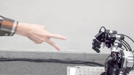 日本人发明这猜拳机器人, 没有一人能赢它, 胜率百分百, 想挑战吗