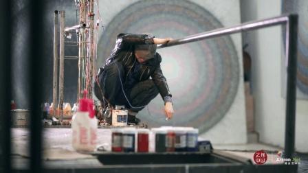 孟禄丁不按常理出牌, 用输液管画画并且在国际上获奖无数
