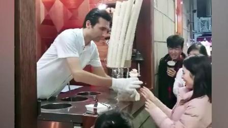 """最欠揍的职业! 这是在卖""""土耳其冰淇淋"""", 还是在""""撩妹""""?"""