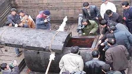 58年专家挖掘刘罗锅墓, 发现一历史真相, 原来他被世人误解百年