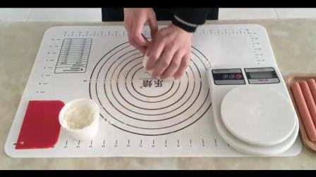 面包烘焙教程_烘焙视频教程全集_毛毛虫肉松面包和卡仕达酱制作
