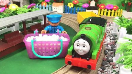 兜糖托马斯小火车玩具 忙碌的培西小火车帮胖总管运送彩色石头