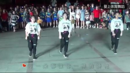 鬼步舞三姐妹广场跳《菊花爆满山》超好看, 百人围观, 跳的真棒