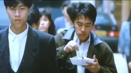 当年《咖喱辣椒》电影中星爷这个吃饭加抽烟的动作有多经典