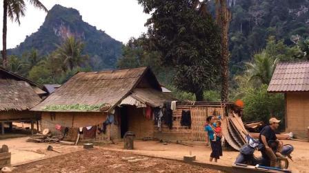 实拍老挝的普通农村民房, 跟中国农村对比怎么样?