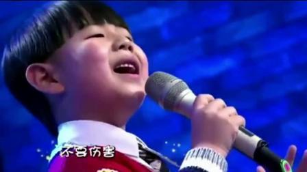 7岁小男孩翻唱韩红歌曲, 田震直接放声大哭, 这嗓音太有魔力了